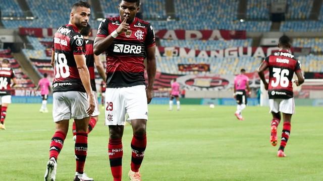 Lincoln comemora seu gol, o primeiro do Flamengo contra o Del Valle