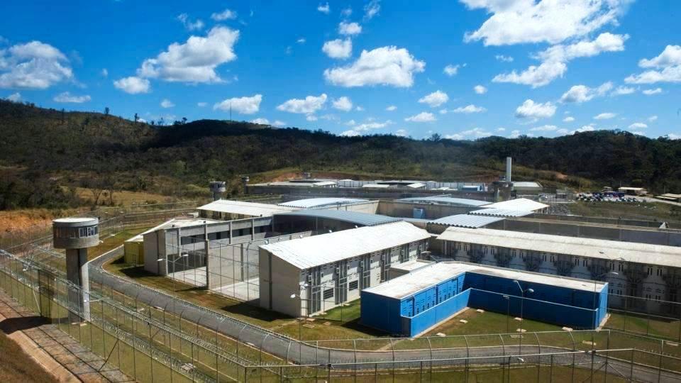 Bolsonaro privatizará prisões e fará presos trabalharem