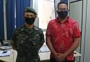 Secretário de Administração Léo Oss recepciona novo chefe de instrução do Tiro de Guerra 06.025 de Itamaraju