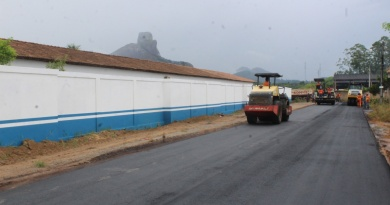 Prefeitura de Itamaraju realiza pavimentação asfáltica de ruas do Bairro Monte Pescoço